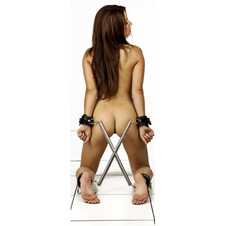 Spreader bar in X: posture hogtie